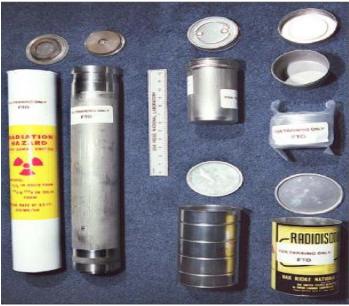 Exemplos de compartimentos onde o urânio-233 está armazenado, sob a forma de pastilhas e óxido, entre outras