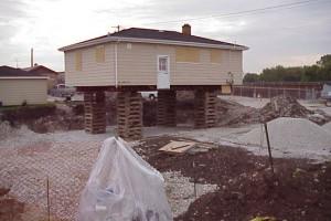 Mais de 600 casas cujo solo foi aterrado com restos industriais de monazita e tório tiveram de ser limpas ao longo da década passada. Algumas foram desocupadas para a retirada do solo contaminado. A limpeza residencial já foi concluída em Chicago, de acordo com o governo local. Foto: Illinois Emergency Management Agency