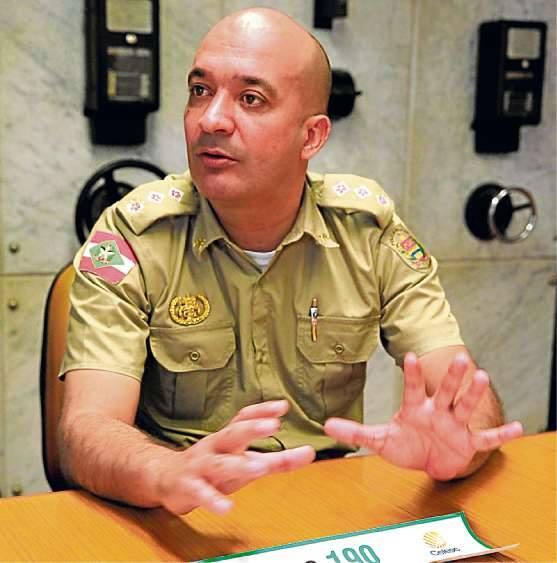 Tenente-coronel da PM de Santa Catarina, Marcus Claudino escreveu livro que relata o drama de pessoas desaparecidas
