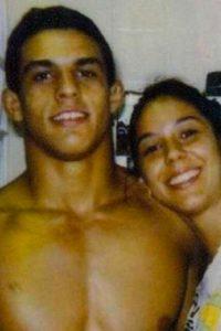 Priscila Belfort, na foto com o irmão Vitor. Ela está desaparecida desde 2004