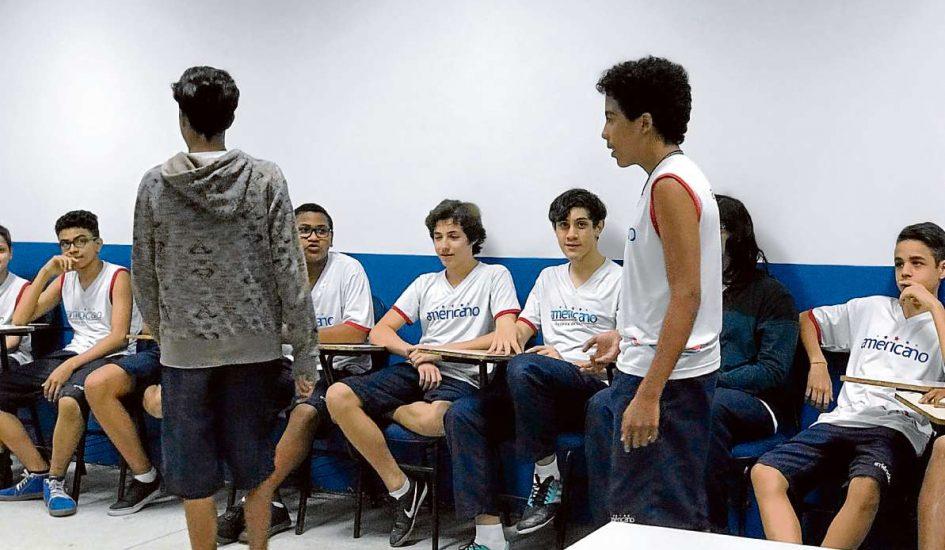 Estudantes do Americano durante aula com metodologia ativa