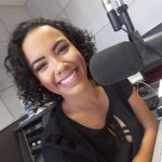 Marla Bermudes, locutora da Rádio Litoral Sul