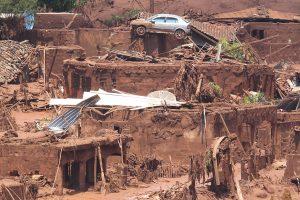 Data:  06/11/2015 - MG - BARRAGEM/MG /ROMPIMENTO/CORREÇÃO - Estragos  causados em Bento Rodrigues, distrito de Mariana, em Minas Gerais, que foi atingido por rejeitos de mineração depois de rompimento de duas barragens da empresa Samarco. O distrito tem aproximadamente 600 moradores - Editoria: Cidades - Foto: MÁRCIO FERNANDES/ESTADÃO CONTEÚDO - Jornal A Gazeta