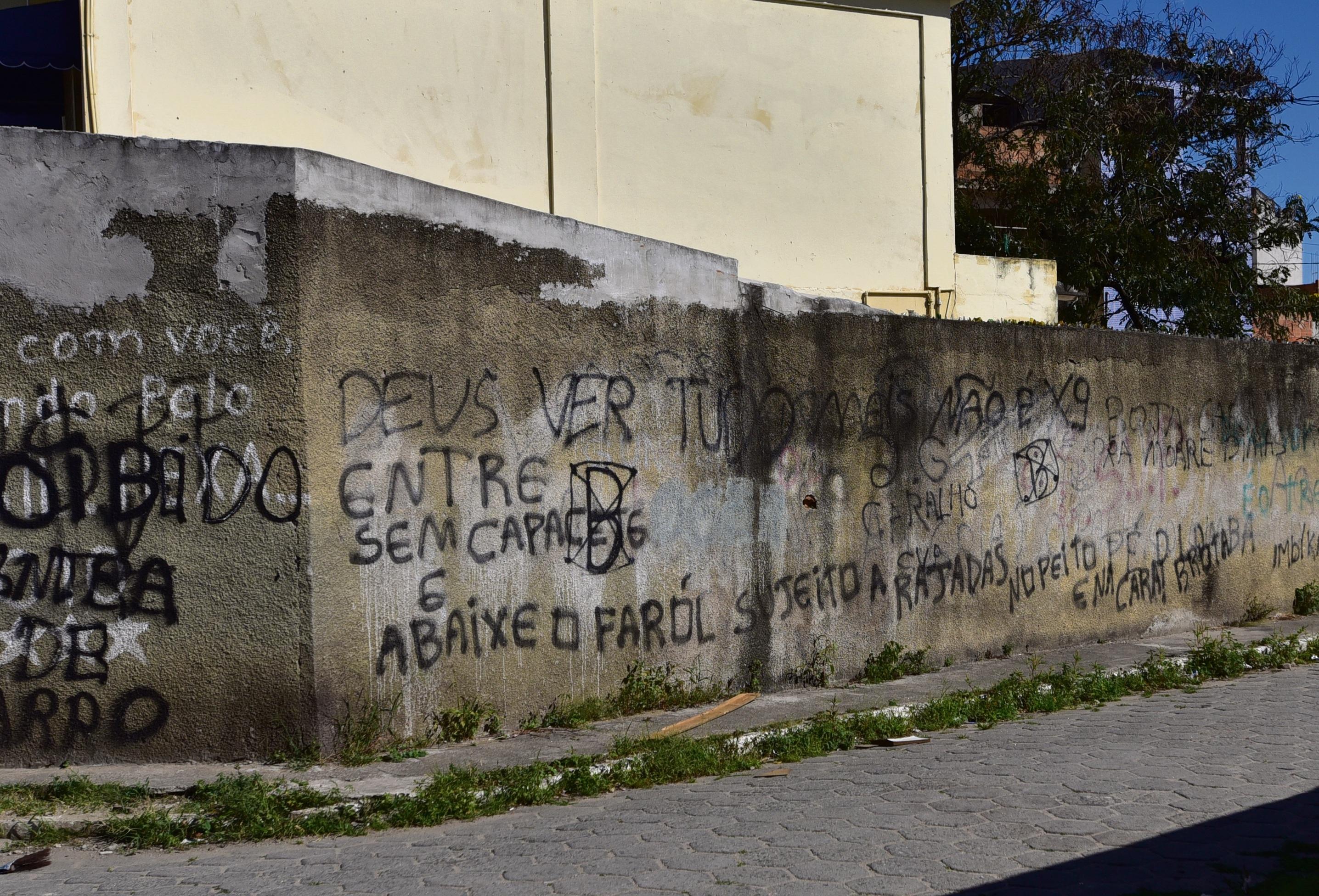 3f82ff03f7 As leis do tráfico - Bandidos ditam regras a moradores em diversos bairros  da Grande Vitória