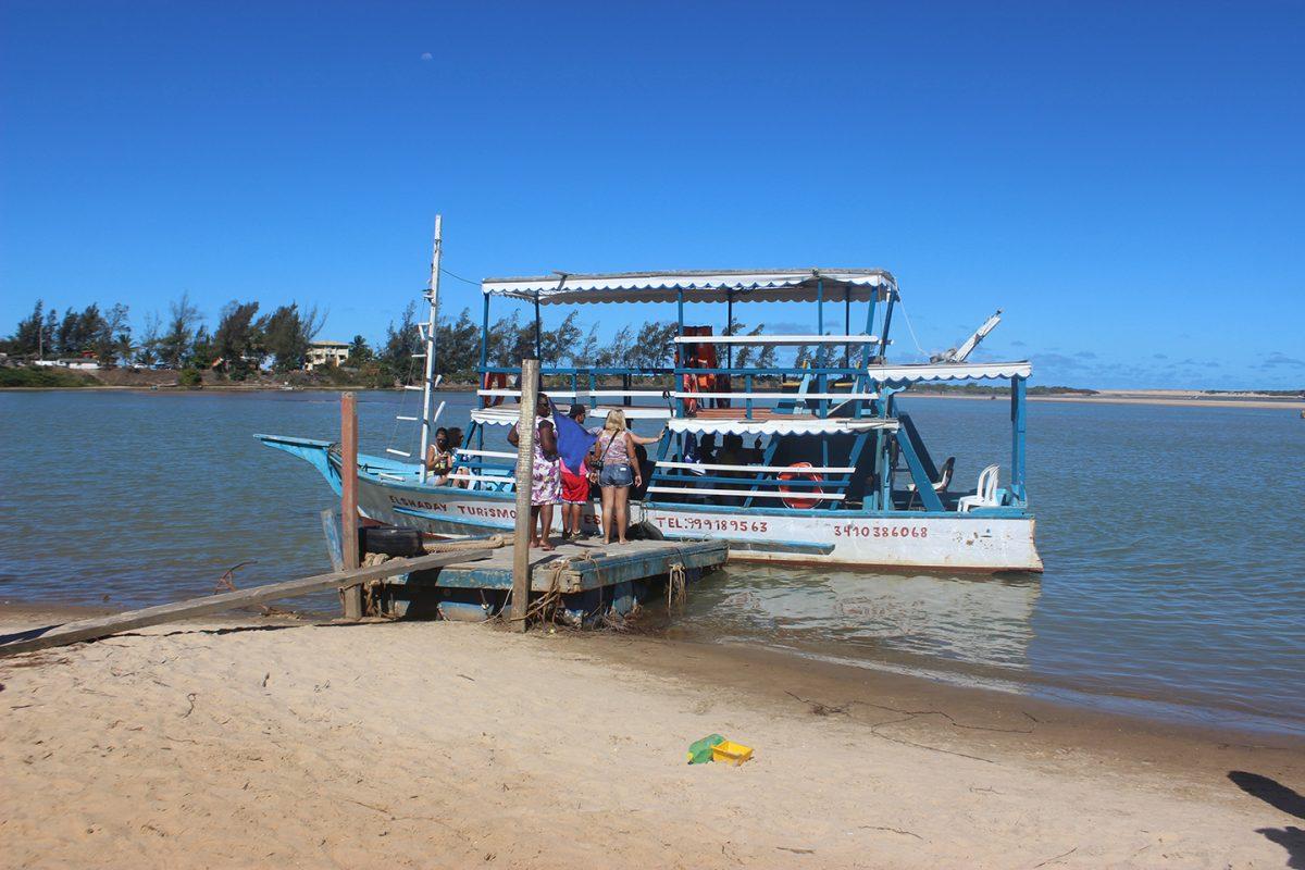 Guriri: água morna e tranquilidade atraem turistas de todo o país