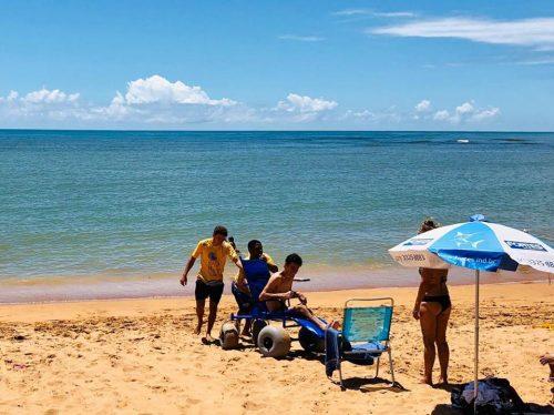Nossa Praia: acessibilidade e segurança para pessoas com deficiência tomarem banho de mar